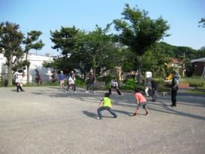公園で子供たちと体操